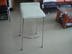 כסא בר לבן דמוי עור